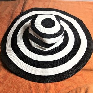 Womans wide brim floppy hat - NWOT 🌞